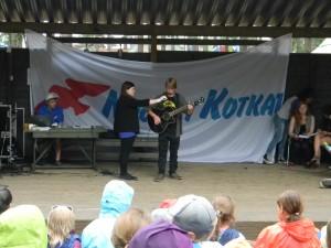 poika ja kitara