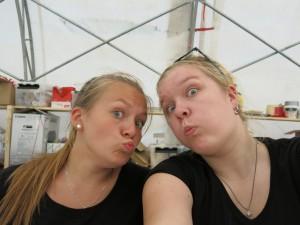 Sanni Moilanen ja Johanna Jäppinen KAMU- leirillä.