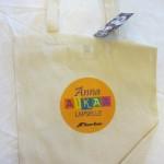 Beige kangaskassi Nuorten Kotkien logolla ja Anna aikaa lapselle -painatuksella
